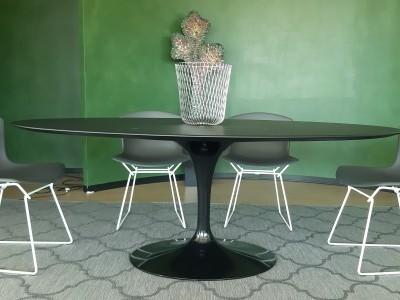 Knoll Saarinen tavolo ovale da interno
